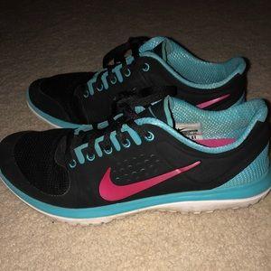 NIKE FS Lite Run Women's Sneakers